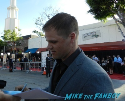 evan jones signing autographs A Million Ways To Die in the west movie premiere signing autographs 5
