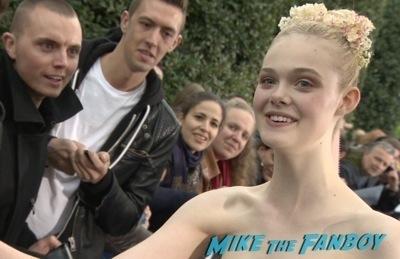 elle fanning Signing Autographs Maleficent paris france premiere angelina jolie signing autogaphs brad pitt1