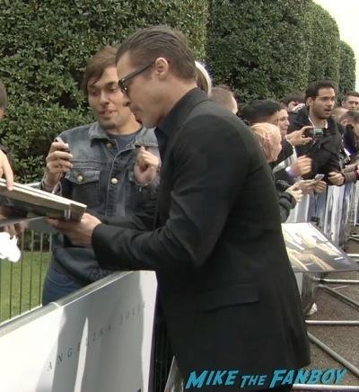 brad pitt  Signing Autographs Maleficent paris france premiere angelina jolie signing autogaphs brad pitt1