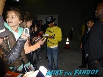 Pharrell Williams signing autographs jimmy kimmel live hot      2