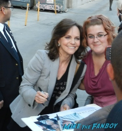 Sally Field signing autographs jimmy kimmel live julia roberts9