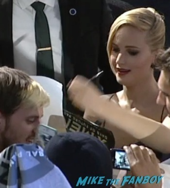 X-Men Days of Future Past New York Premiere jennifer lawrence signing autographs5