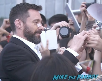 hugh jackman signing autographs X men days of future past beijing premiere hugh jackman signing autographs 1