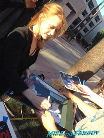 Paula Malcomson signing autographs ray donovan television academy event signing autographs 4