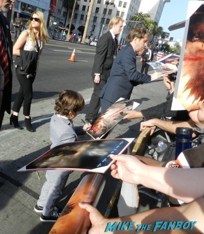 Gareth Edwards signing autographs Godzilla movie premiere aaron-taylor Johnson elizabeth olsen5 signing autographs Godzilla movie premiere aaron-taylor Johnson elizabeth olsen10