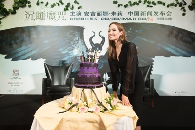 Angelina Jolie china press conference photo call birthday cake hot     11