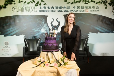 Angelina Jolie china press conference photo call birthday cake hot     12