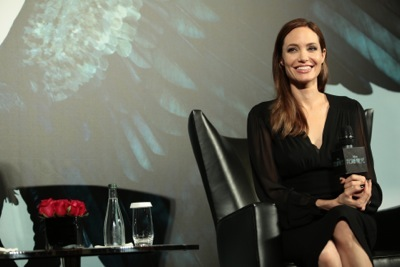 Angelina Jolie china press conference photo call birthday cake hot     13