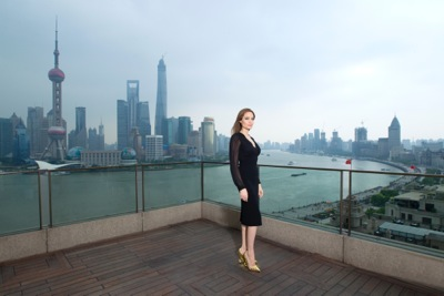 Angelina Jolie china press conference photo call birthday cake hot     2