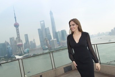Angelina Jolie china press conference photo call birthday cake hot     3