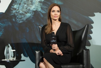 Angelina Jolie china press conference photo call birthday cake hot     4