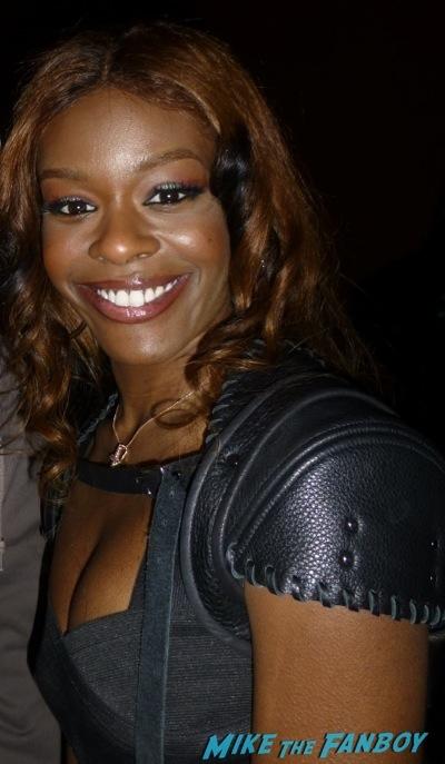 Azealia Banks signing autographs selfie fan photo 3Azealia Banks signing autographs selfie fan photo 3Azealia Banks signing autographs selfie fan photo 3