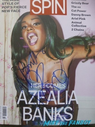 Azealia Banks signing autographs selfie fan photo   3