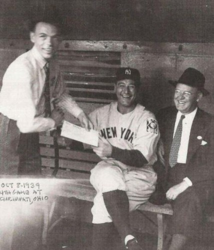frank sinatra getting a autograph from lou gehrig 1939