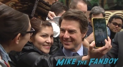tom cruise signing autographs Edge of Tomorrow Paris Premiere Tom Cruise Emil Blunt signing autographs   1