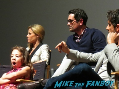 Modern Family Wedding q and a autograph   4