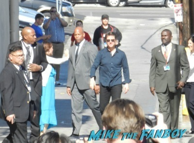 Tom Cruise signing autographs fan photo jimmy kimmel live 2014    1