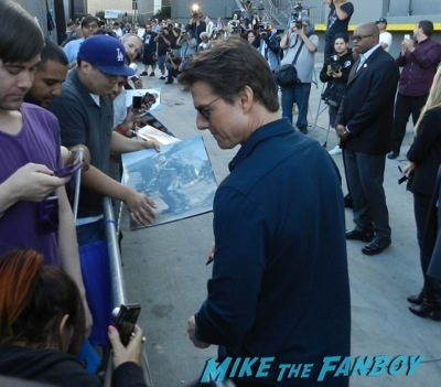 Tom Cruise signing autographs fan photo jimmy kimmel live 2014    1