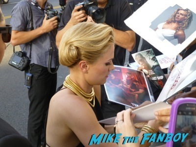 anna paquin signing autographs True Blood season 7 premiere anna paquin signing autographs  1