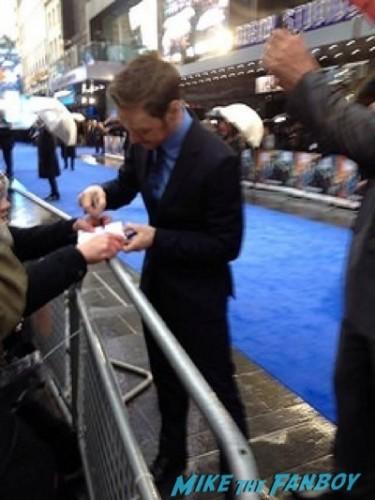 James McAvoy signing autographs X-Men: Days of Future Past UK premiere blue carpet michael Fassbender   10