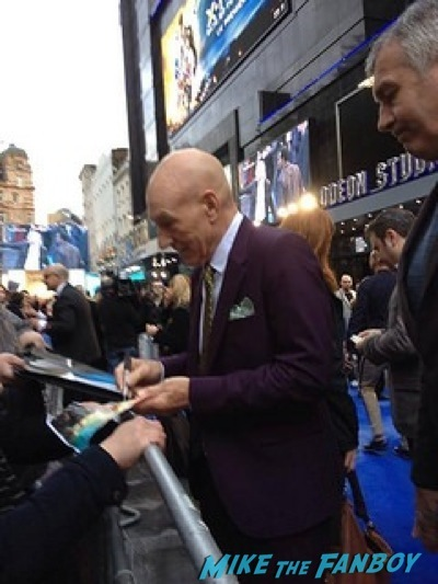 patrick stewart signing autographs X-Men: Days of Future Past UK premiere blue carpet michael Fassbender 3