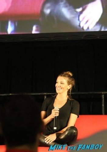 Katie Cassidy signed autograph photo syndey supernova 2014 rose mcgowan cast of arrow   6
