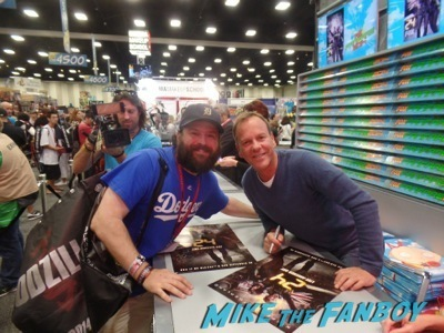 Kiefer Sutherland 24 autograph signing sdcc 2014 fox booth