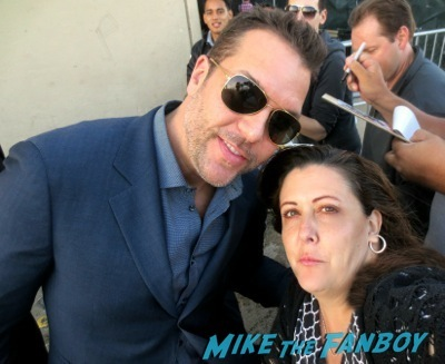 Dane Cook signing autographs for fans jimmy kimmel live 2014 1