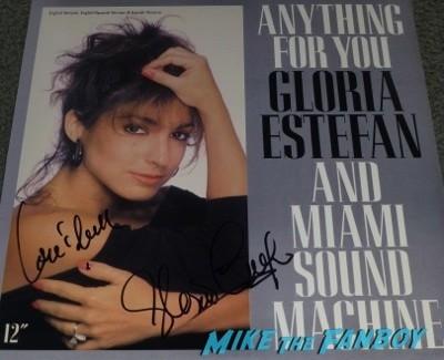 Kylie Minogue Gloria Estefan Signing Autographs for fans 5