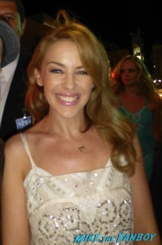 Kylie Minogue Gloria Estefan Signing Autographs for fans   6