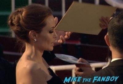 Maleficent Japan premiere angelina Jolie signing autographs elle fanning   11