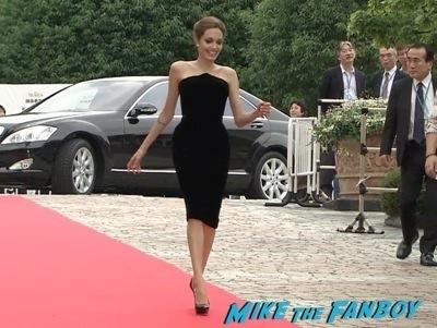 Maleficent Japan premiere angelina Jolie signing autographs elle fanning   3
