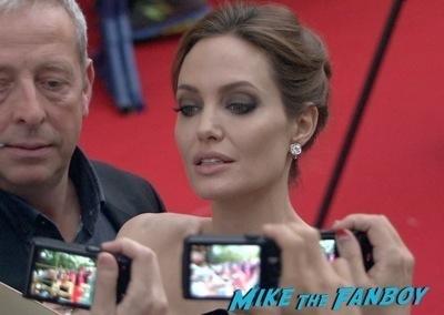 Maleficent Japan premiere angelina Jolie signing autographs elle fanning   9