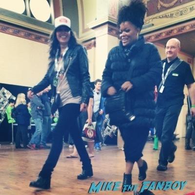 Yvette Nicole Brown Melbourne Oz Comic Con jason dohring fan photo shawn ashmore  11