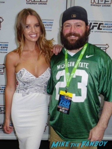 Kahili Blundel UFC Fan Expo Day 1 autograph signing photos rare     7