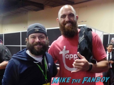 travis browne UFC-Fan-Expo-Day-2-signing-autographs-octagon-girls-hot
