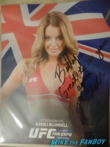 Kahili UFC Fan Expo Day 2 signing autographs octagon girls hot    11