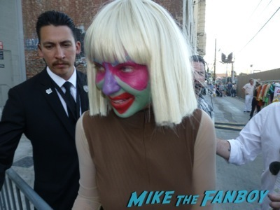 sia signing autographs for fans jimmy kimmel live 2014 1