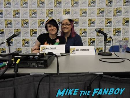 "Kay and Juli are all smiles after their ""We The Fandom"" panel"