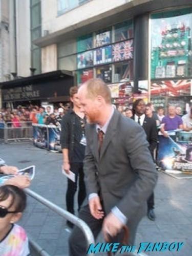 joss whedon signing autographs Guardians Of The Galaxy European premiere chris hemsworth chris pratt zoe saldana  38