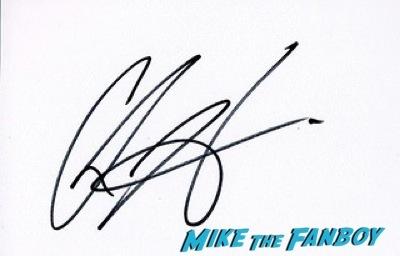 chris hemsworth signing autographs Guardians Of The Galaxy European premiere chris hemsworth chris pratt zoe saldana  30