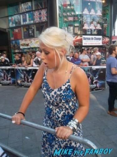 Amelia Lily signing autographs Guardians Of The Galaxy European premiere chris hemsworth chris pratt zoe saldana  4