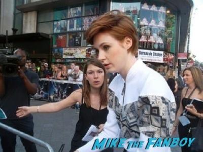 Karen Gillan signing autographs Guardians Of The Galaxy European premiere chris hemsworth chris pratt zoe saldana  2