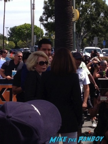 Joan Rivers signing autographs extra rare selfie fan photo  5