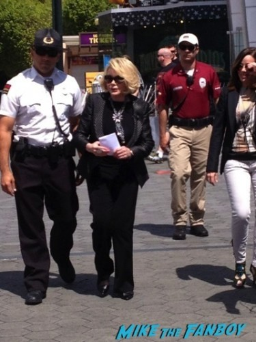 Joan Rivers signing autographs extra rare selfie fan photo  7