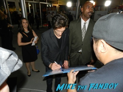 john hawkes signing autographs Life of crime movie premiere red carpet jennifer aniston ignoring fans 9