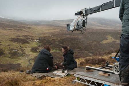 Press+Kit+-+Behind+the+Scenes+-+Caitriona and Sam in hills