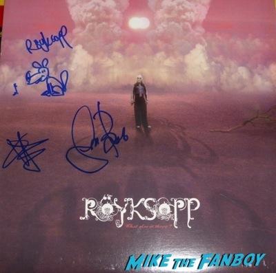 Royksopp sigining autographs jimmy kimmel live 2014   3