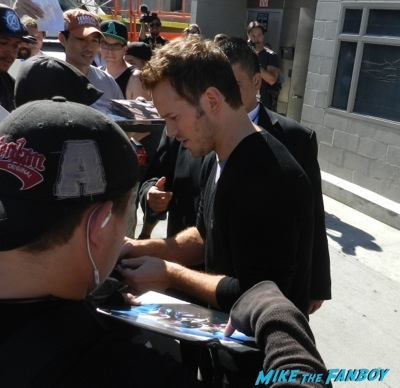 chris pratt Signing autographs jimmy kimmel live guardians of the galaxy   1