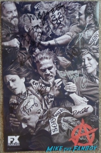 sons of anarchy cast signed Comic con mini poster sons-of-anarchy-autograph-signing-sdcc-2014-kim-coates
